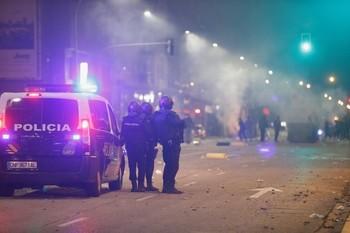 Disturbios en un barrio de Burgos contra el toque de queda