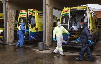 Bajan los contagios y suben las hospitalizaciones