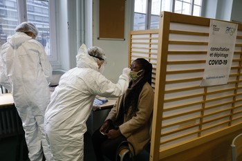 Francia supera los 50.000 muertos por coronavirus