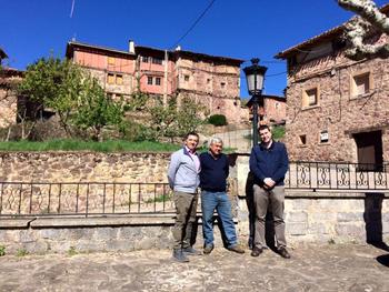 Imagen de una visita de responsables del Gobierno de La Rioja, durante la anterior legislatura, a Pinillos.