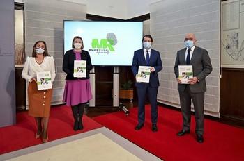 (I a d) María González, Isabel Blanco, Alfonso Fernández Mañueco y Jesús Julio Carnero, durante la presentación de programa.