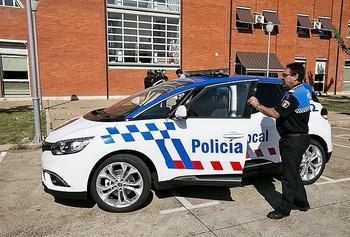 Sin mascarilla y faltando el respeto a la Policía