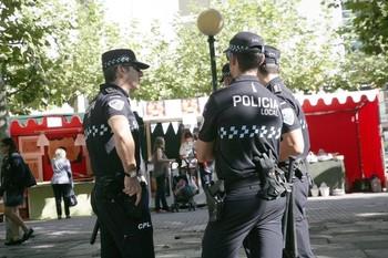 Policías locales fuera de servicio paran a ladrón de móviles