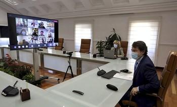 El presidente, Fernández Mañueco, y la consejera de Sanidad, Verónica Casado, participaron de forma telemática en el encuentro con el grupo de expertos.