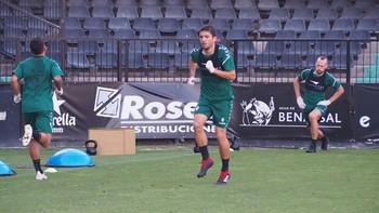 Carles Salvador, durante un entrenamiento en Castalia.