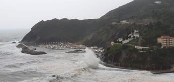 Las playas catalanas sufren el peor temporal de este siglo