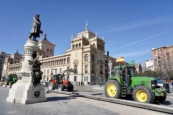 Convocan una 'tractorada' el jueves en Valladolid por la PAC