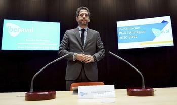 El presidente de Iberaval, César Pontvianne, antes de comparecer en la sede de la SGR para presentar el nuevo Plan Estratégico de la entidad hasta 2022.