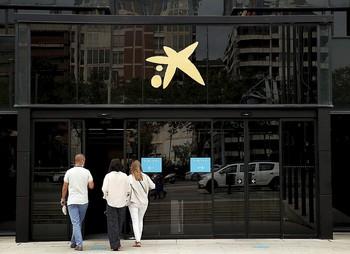 El banco que surge de esta fusión se convierte en el más grande en el ámbito nacional y el décimo de Europa.