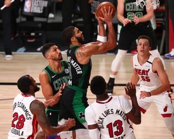 Tatum y Brown evitan eliminación de Celtics