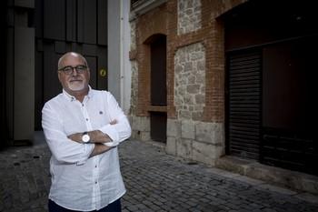 Palma eligió fotografiarse en la calle Corral de los Infantes, en cuyos portales dejaba propaganda antifranquista durante su militancia en la Joven Guardia Roja.