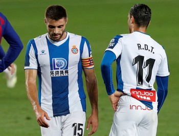 Suárez le da vida al Barça y envía al Espanyol a Segunda