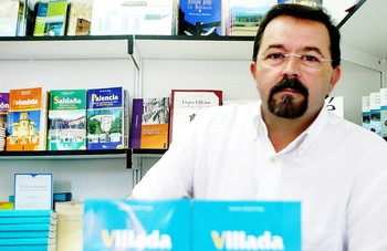 Muere a los 66 años el escritor Gonzalo Alcalde