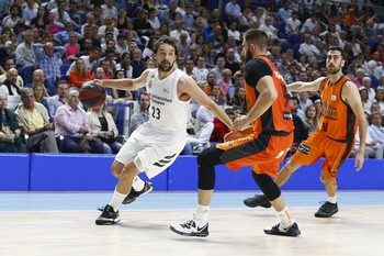 El Real Madrid destroza al Valencia Basket
