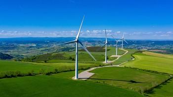 CaixaBank invierte 2.400 millones en proyectos de energía limpia