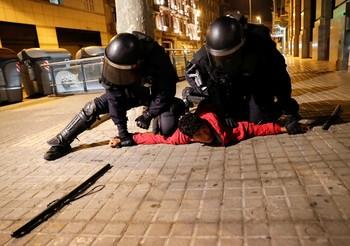 Los disturbios de Barcelona dejan 14 detenidos y 30 heridos