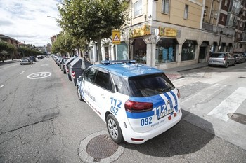 Coche patrulla en la calle Vitoria.