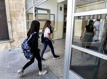 La falta de profesores genera críticas y dimisiones