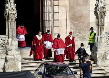 Todas las secuencias se grabaron dentro. La Catedral se cerró al turismo por la tarde; también lo estará hoy.
