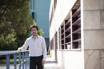 Álex Dorado, en el exterior de la Consejería de Sostenibilidad, en una imagen de archivo.
