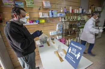 El Gobierno de Castilla-La Mancha distribuye más de 5.400.000 mascarillas a los ciudadanos a través de las oficinas de farmacia de la región.