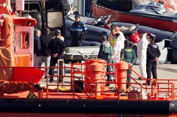 Imagen de archivo del momento en el que se localizó uno de los cadáveres del pesquero