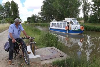 Barco en el que se puede visitar el tramo del Canal de Castilla entre Boadilla del Camino y Frómista.