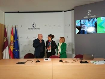 El delegado de la Junta en Albacete, Pedro Antonio Ruiz Santos, la consejera de Bienestar Social, Aurelia Sánchez, y la directora general de Atención a la Dependencia, Ana Saavedra, durante el balance del Sistema de la Dependencia.
