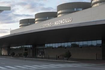 Entrada al aeropuerto de Logroño-Agoncillo.