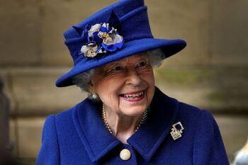 Isabel II rechaza ser la 'Anciana del año' al sentirse joven