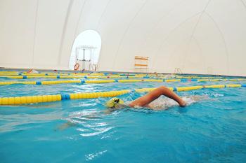 Reabre la piscina cubierta de Fuensalida diez años después