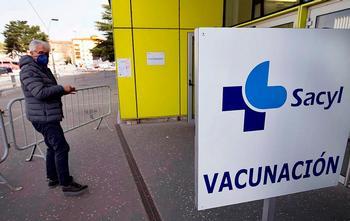 La vacuna para más de 79 años sigue pese al parón de Janssen