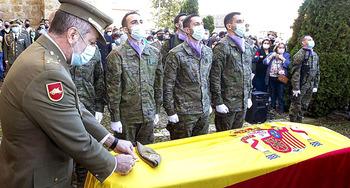 Villamuriel despide con honores militares a Andrés Martín