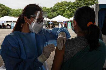 Filipinas amenaza con penas de cárcel a quien no se vacune
