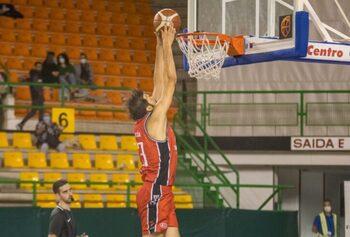 Basket Navarra mejora su imagen, pero pierde en Ourense