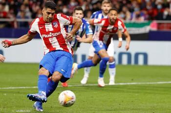 El Atlético salva un punto y la Real Sociedad se queda líder
