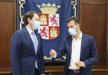 """Tudanca tiende su mano a Mañueco pero le exige """"lealtad"""""""