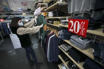 Los comerciantes piden que se regule el periodo de rebajas