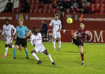 Javi Muñoz volverá al equipo tras cumplir un encuentro de sanción ante el Logroñés.