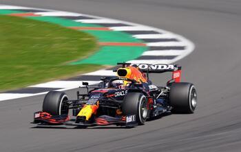 Verstappen se lleva una emocionante pole al sprint