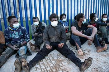 87 migrantes entran en Melilla tras saltar la valla