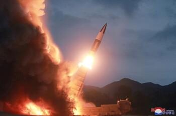 Corea del Norte lanza dos misiles balísticos hacia Japón