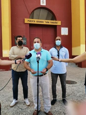 El PP pide la dimisión de Simón por renunciar a los toros