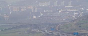 La nube de polvo sahariano reduce mucho la visión y aumenta considerablemente los niveles de contaminación.