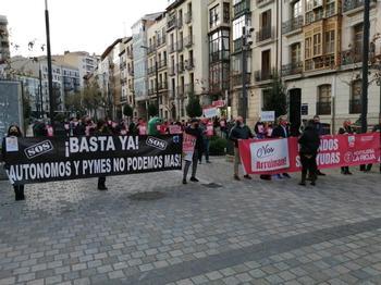 Imagen de la concentración, en la calle Bretón de los Herreros.