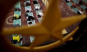 Los templos no podrán acoger celebraciones como el 'tarawih' debido al toque de queda impuesto en las diferentes comunidades autónomas.