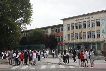54.251 estudiantes y 5.297 docentes inician el curso