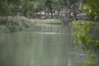 Dos jóvenes son rescatados en el interior del río Júcar