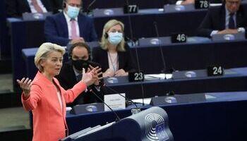 Von der Leyen insta a los 27 a desbloquear la reforma migratoria