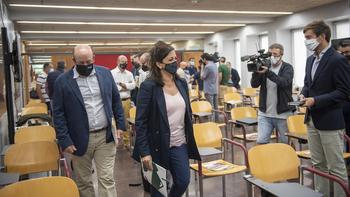 Andreu ofrece los medios del Gobierno para defender la Doca